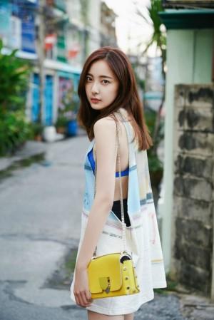 米露清新时尚街拍图片