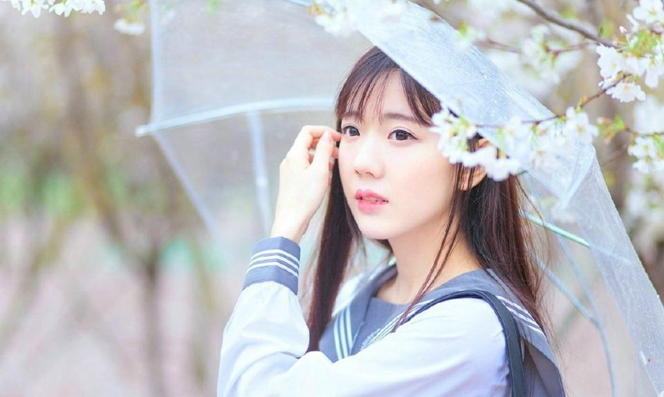 樱花雨中的学院风妹子清纯可爱写真