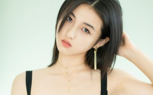 张子枫清秀甜美个性写真桌面壁纸