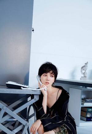 陈小纭办公室妩媚撩人竖屏时尚高清手机壁纸