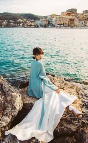 毛曉彤時尚個性旅拍寫真圖片
