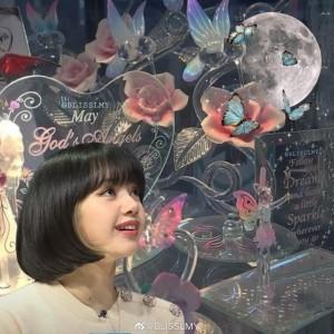 Lisa甜美可爱头像背景图