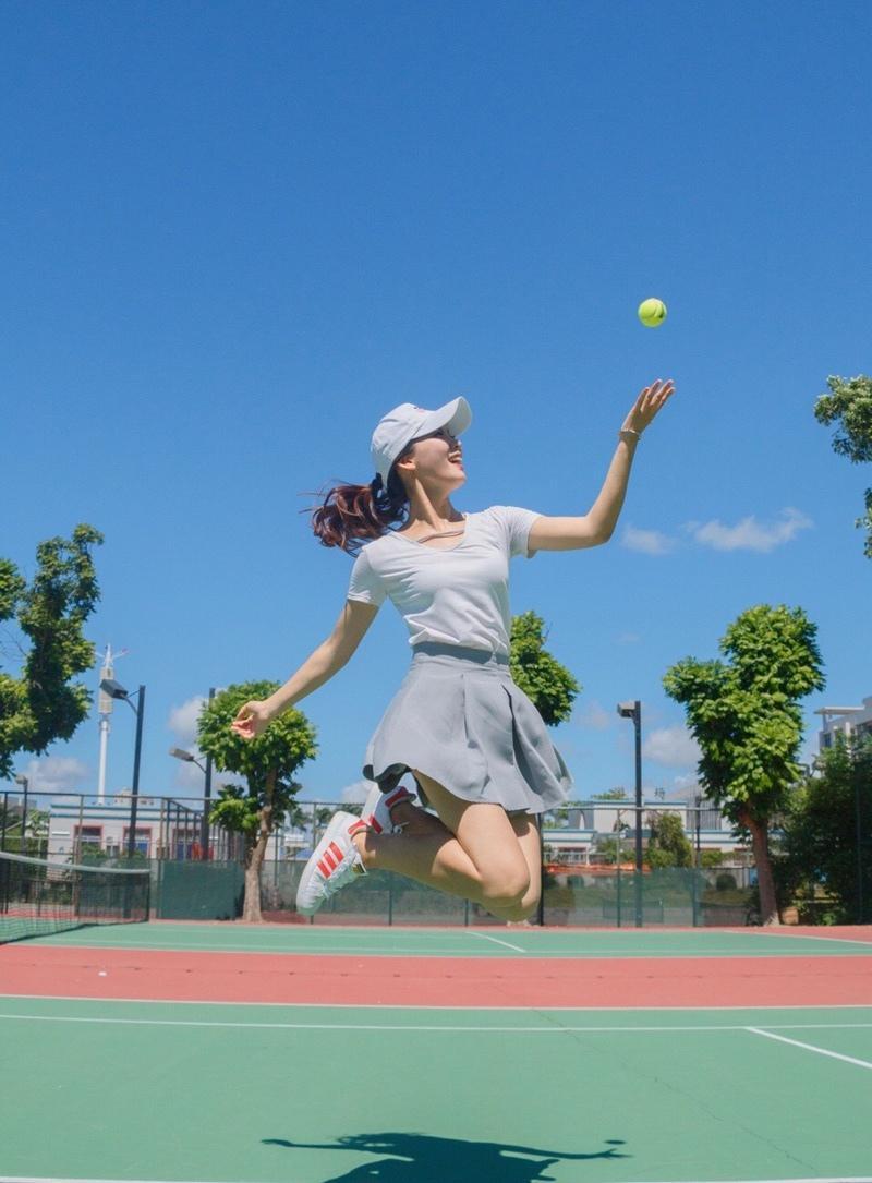 活力网球少女清新时尚写真