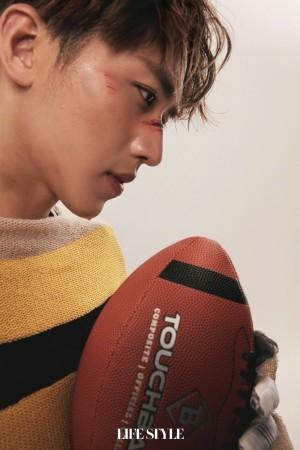 许魏洲长发运动时尚橄榄球封面大片