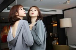 李艾西装美背性感个性写真图片