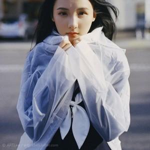 京都街头的美女人像情绪摄影照片