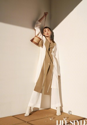 李斯羽時尚典雅寫真圖片
