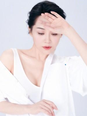 许晴白衬衫简约优雅温柔气质写真