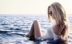 海上湿身美女人体艺术摄影