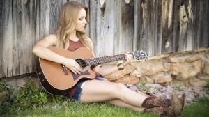 弹吉他的酷美女孩图片大全