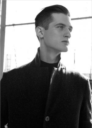 男士时尚个人写真照以黑白为主题