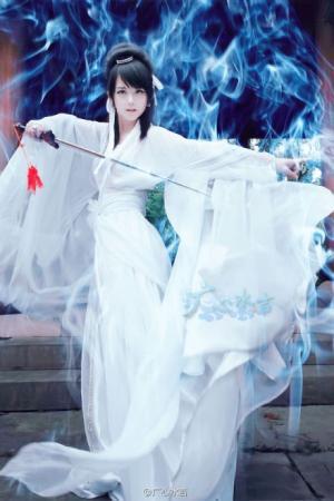 裘晓晨游戏美女白衣古装写真图片