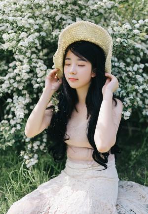 可爱皮肤白净萌妹天生丽质淡雅唯美写真