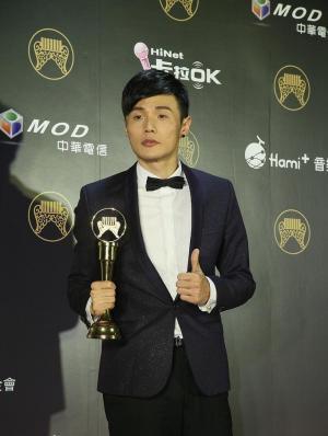李荣浩凭《模特》专辑获最佳新人
