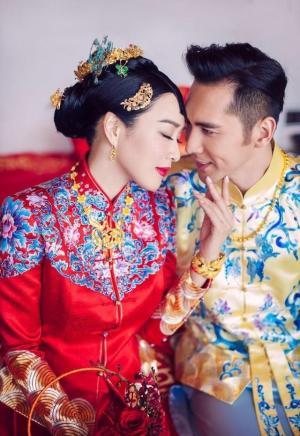 钟丽缇张伦硕婚礼甜蜜中式婚纱照图片
