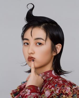 奇怪少女张子枫百变造型暗黑另类时尚写真图片