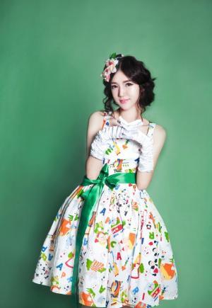 白嫩美女蓬蓬裙时尚写真清纯迷人