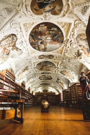 斯特拉霍夫修道院的小图书馆