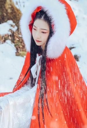 古装美女雪景摄影图片