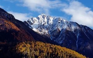 雅鲁藏布大峡谷壮丽高清桌面壁纸