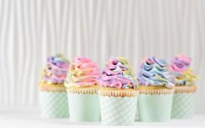 美味精致的纸杯冰淇淋蛋糕