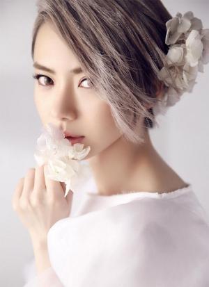 高傲女神戚薇全新时尚大片