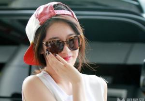 Tara成員樸智妍機場街拍顯秀氣