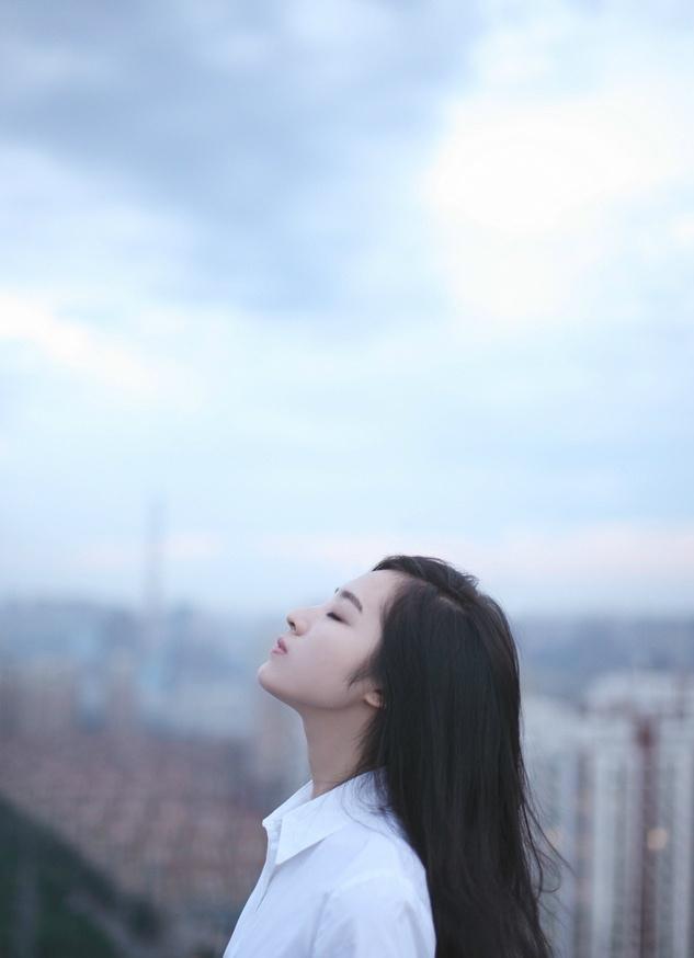 王筱淇天台魅力侧颜闪亮写真大片