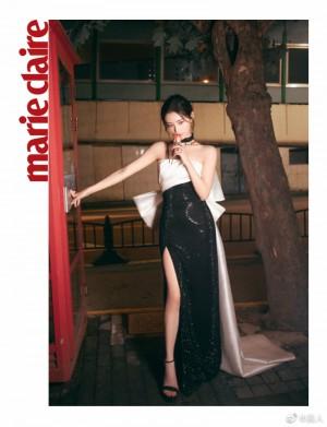 许佳琪黑白修身礼服俏皮可爱神秘写真图片