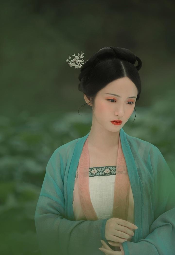 古典优雅气质美女图片