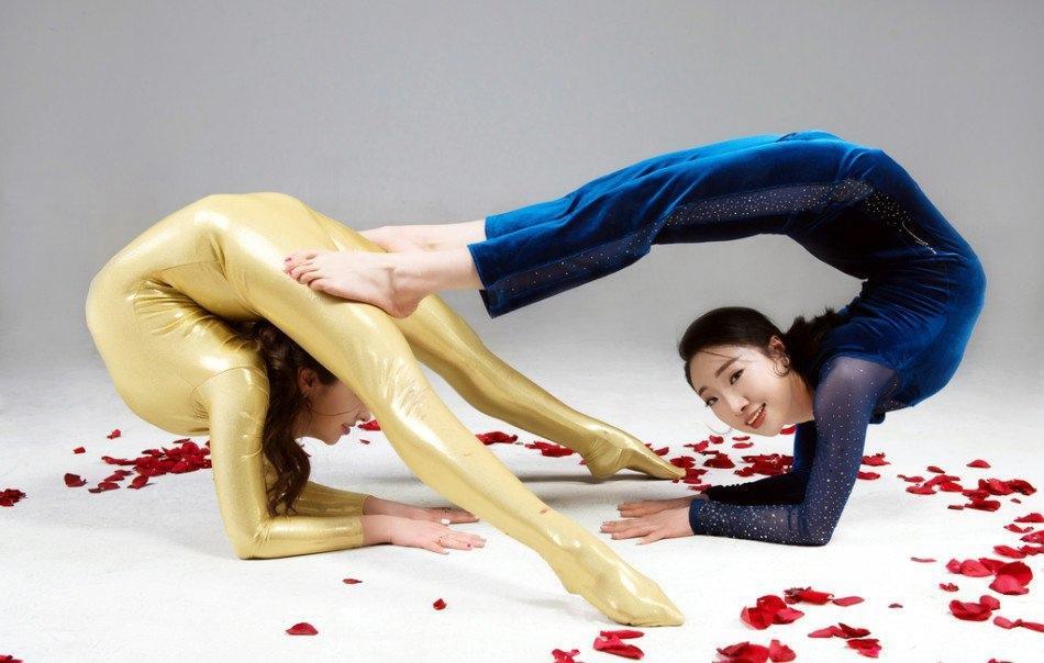 柔术美女刘藤解锁新姿势写真