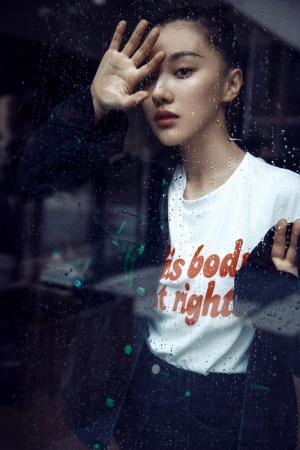 王鹤润个性少女写真图片
