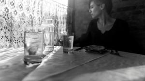 一个人伤心喝酒伤感图片壁纸