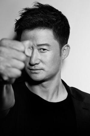 内地优秀男演员和导演吴京时尚黑白杂志写真