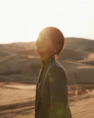 辛芷蕾沙漠落日酷帅大片图片壁纸