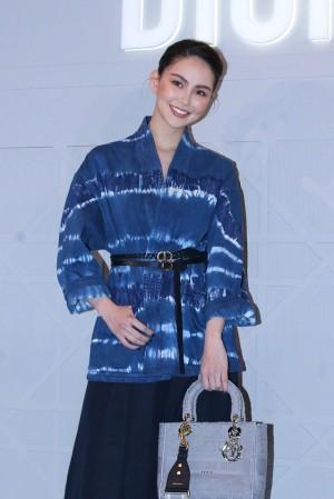 昆凌出席品牌活动时尚造型写真