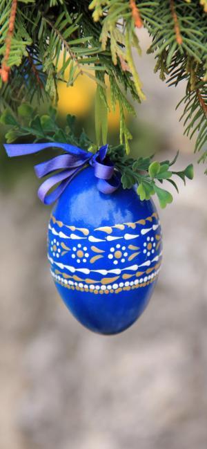 挂在树上的彩蛋