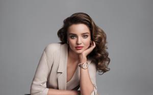 天使超模米兰达·可儿西装优雅知性女人味十足
