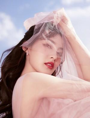 李沁樱花公主裙优雅动人写真图片