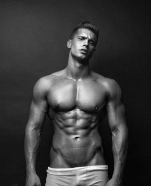 俄罗斯壮硕硬汉型男人体艺术魅惑写真