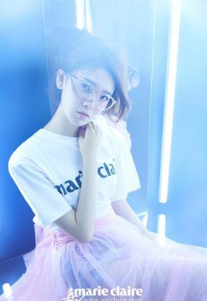 陈瑶Sebrina嘉人杂志写真演绎光束的魅力