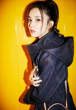 古力娜扎帅气牛仔套装时尚街拍气质写真图片