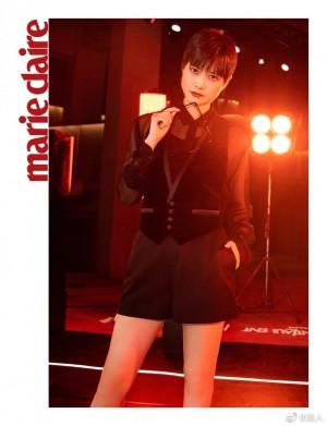 李宇春黑纱衬衫帅气性感写真图片