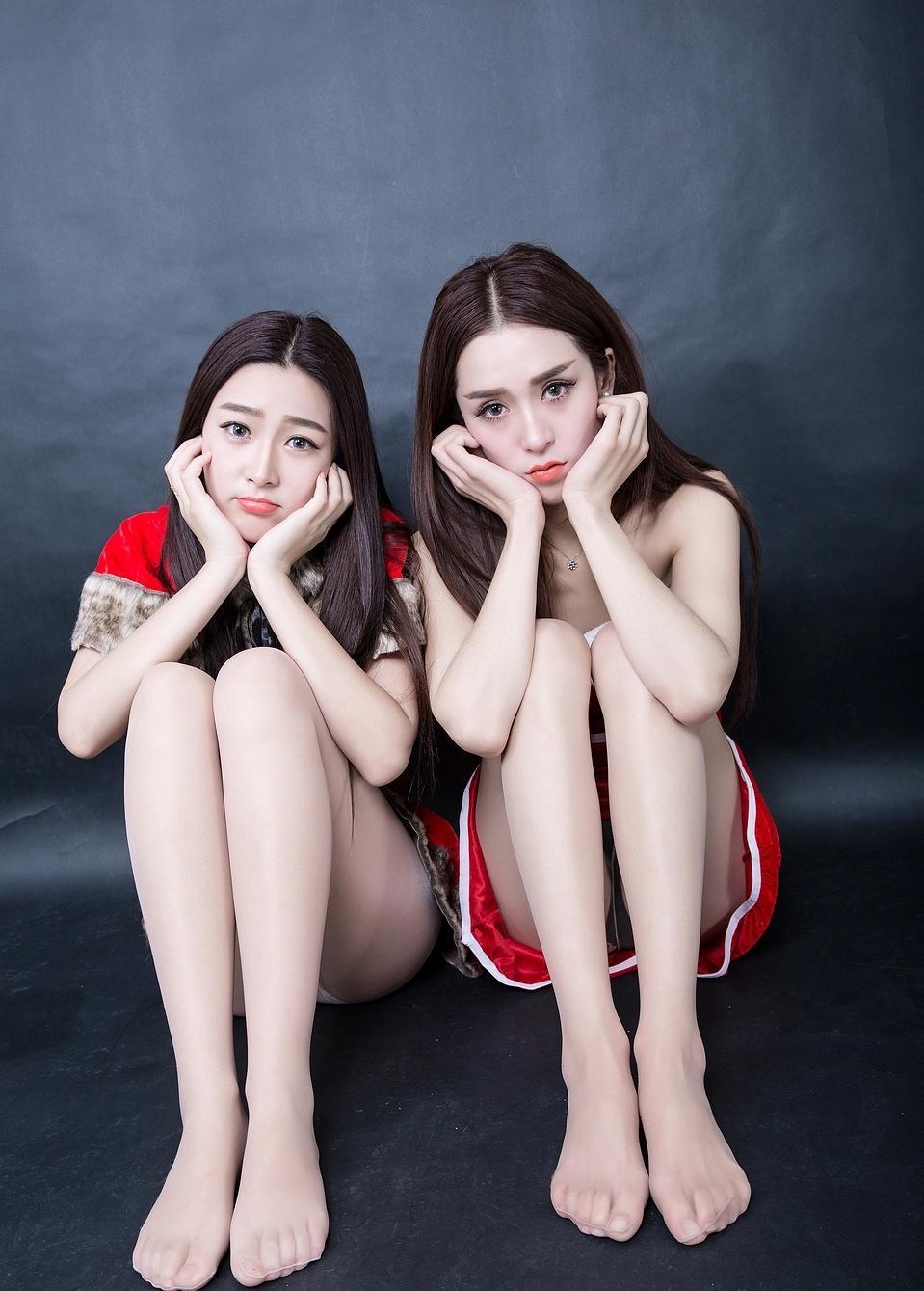 美女小汝小煜性感圣诞姐妹花丝袜写真