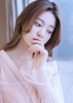 网红美女模特白色纱衣长发飘飘唯美时尚写真图片