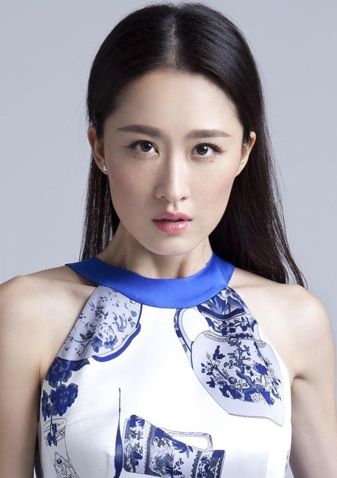 张雯古典风女王范儿十足时尚写真曝光