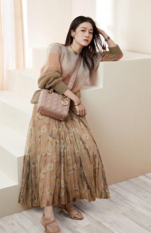 张雪迎灵动优雅迷人套装时尚写真图片