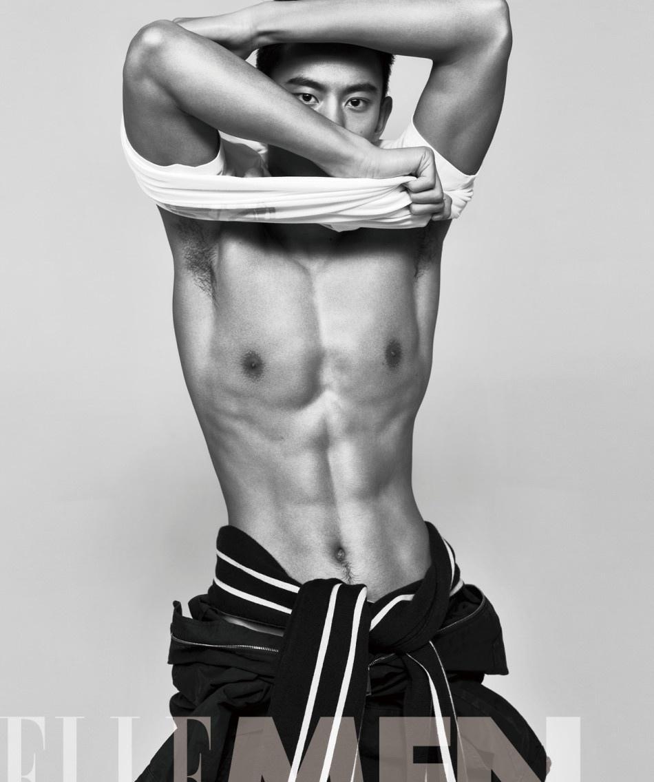 体育明星宁泽涛裸身八块腹肌尽显健美好身材