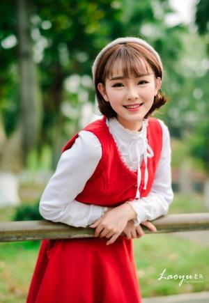 14岁美丽可爱女生穿红装治愈系写真图片