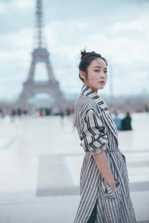 张佳宁巴黎时装周简约优雅写真图片